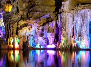 Пъстрата красавица-пещерата ВЕНЕЦА и Белоградчишките скали